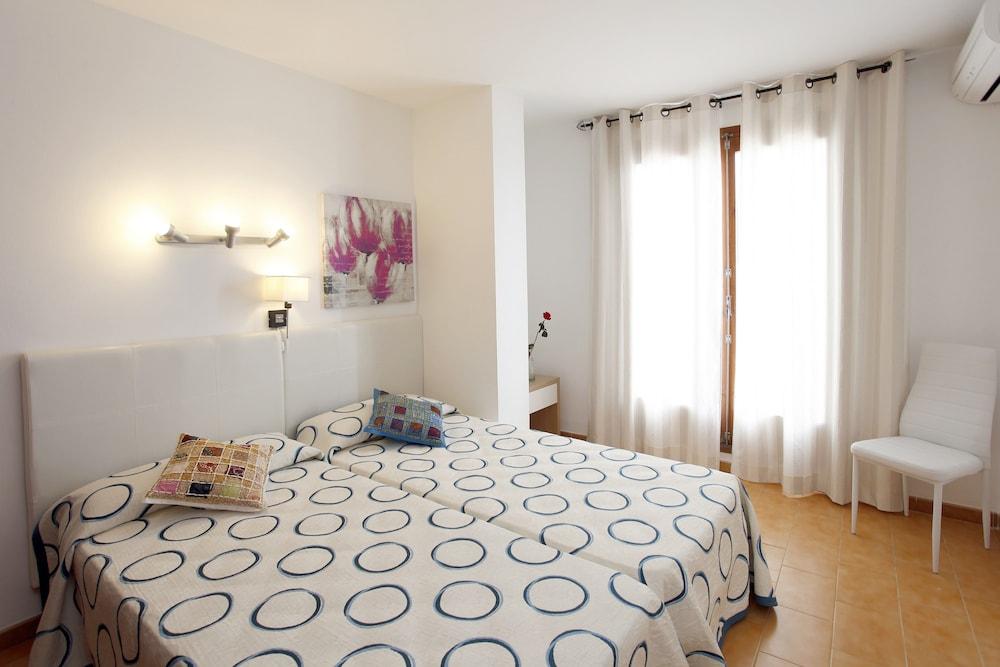 아파르타멘토스 산딕(Apartamentos Sandic) Hotel Image 2 - Guestroom