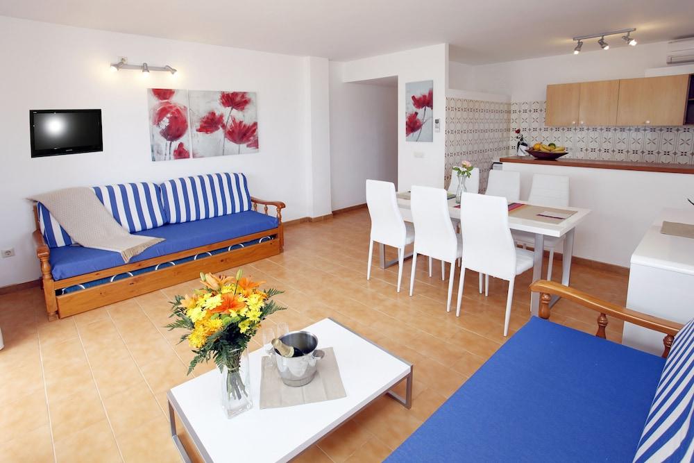 아파르타멘토스 산딕(Apartamentos Sandic) Hotel Image 13 - Living Room