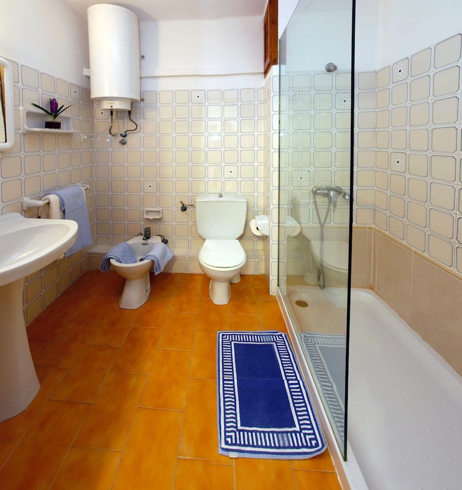아파르타멘토스 산딕(Apartamentos Sandic) Hotel Image 17 - Bathroom