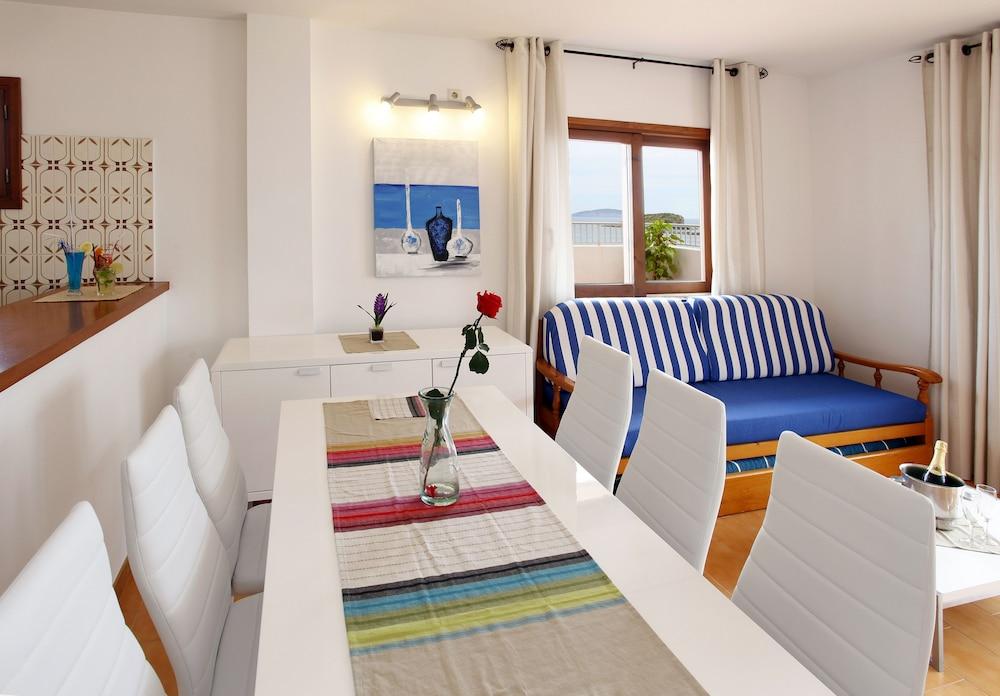 아파르타멘토스 산딕(Apartamentos Sandic) Hotel Image 9 - In-Room Dining