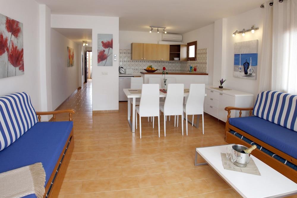 아파르타멘토스 산딕(Apartamentos Sandic) Hotel Image 23 - Living Room