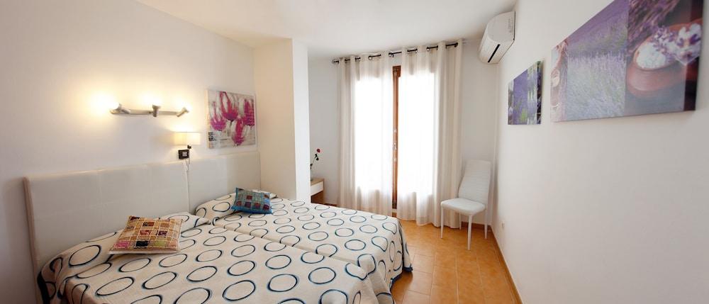 아파르타멘토스 산딕(Apartamentos Sandic) Hotel Image 7 - Guestroom
