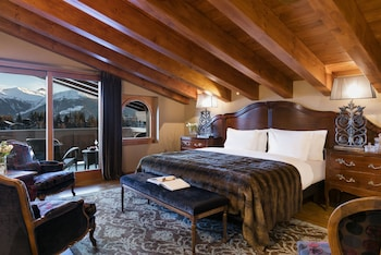 Junior Suite, 1 King Bed, Balcony, Mountain View