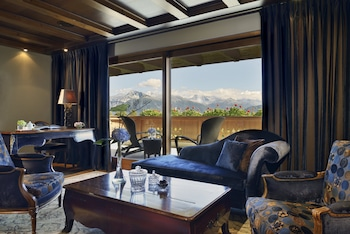 Deluxe Suite, 1 King Bed, Balcony, Mountain View