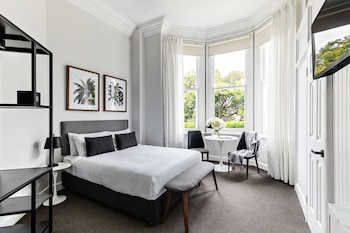 Superior Queen Suite, 1 Queen Bed