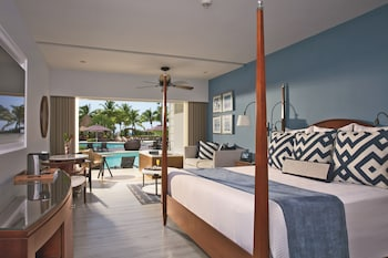 Preferred Club Junior Suite Ocean View Swim-Out King