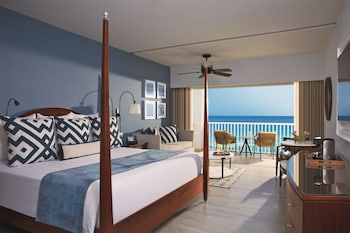 Junior Suite, 1 King Bed, Oceanfront