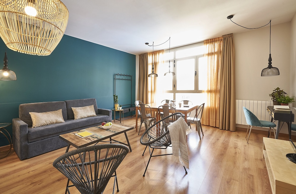 Barcelona Sants Station Apartments, Featured Image