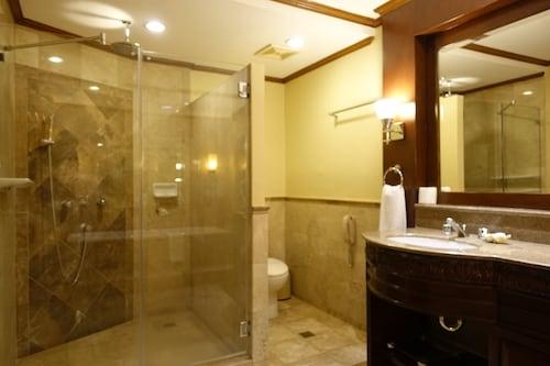 Henann Regency Resort & Spa, Malay