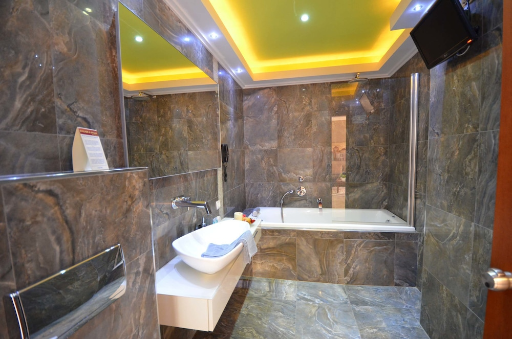 에빌리온 씨 & 썬(Evilion Sea And Sun) Hotel Image 50 - Bathroom