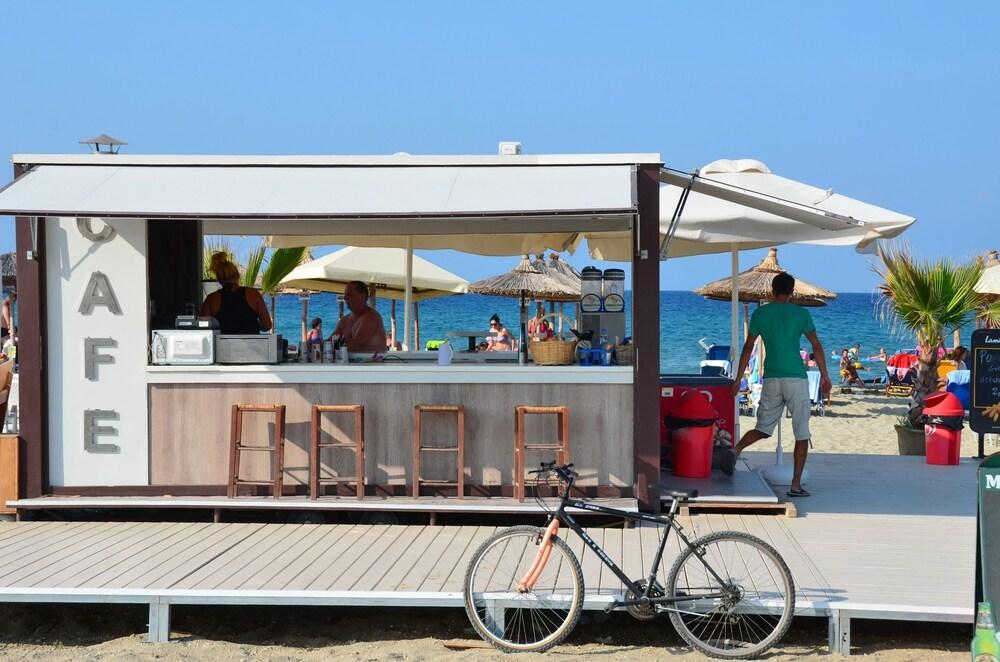 에빌리온 씨 & 썬(Evilion Sea And Sun) Hotel Image 90 - Hotel Bar