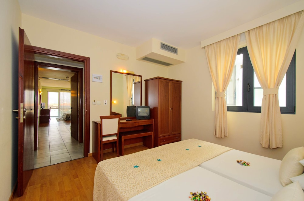 에빌리온 씨 & 썬(Evilion Sea And Sun) Hotel Image 8 - Guestroom