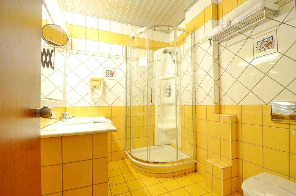 에빌리온 씨 & 썬(Evilion Sea And Sun) Hotel Image 51 - Bathroom