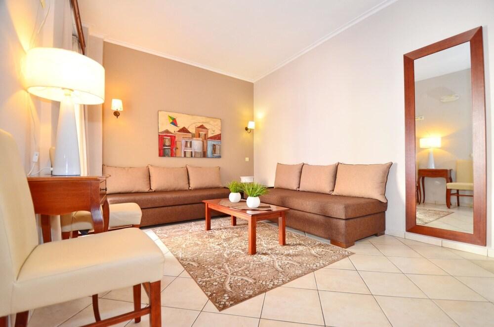 에빌리온 씨 & 썬(Evilion Sea And Sun) Hotel Image 31 - Living Area