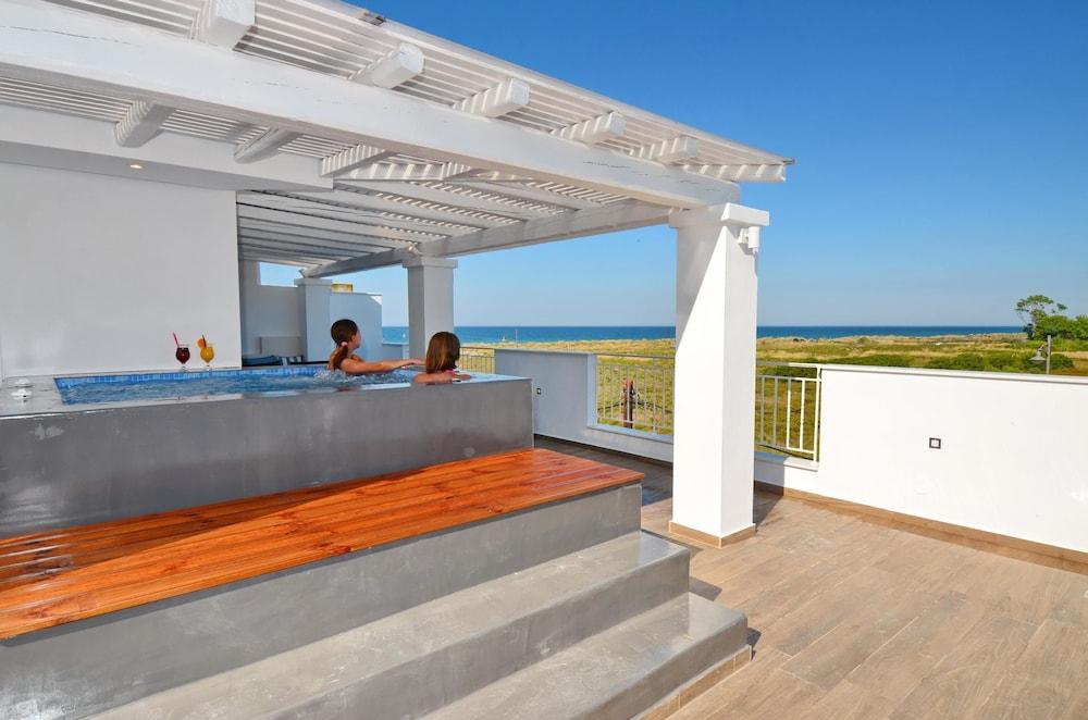 에빌리온 씨 & 썬(Evilion Sea And Sun) Hotel Image 68 - Outdoor Spa Tub