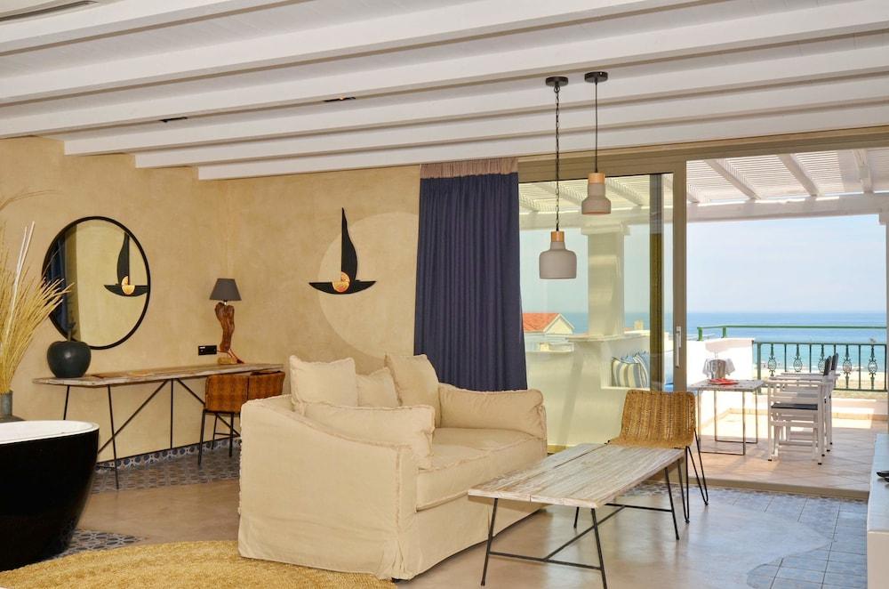 에빌리온 씨 & 썬(Evilion Sea And Sun) Hotel Image 34 - Living Room
