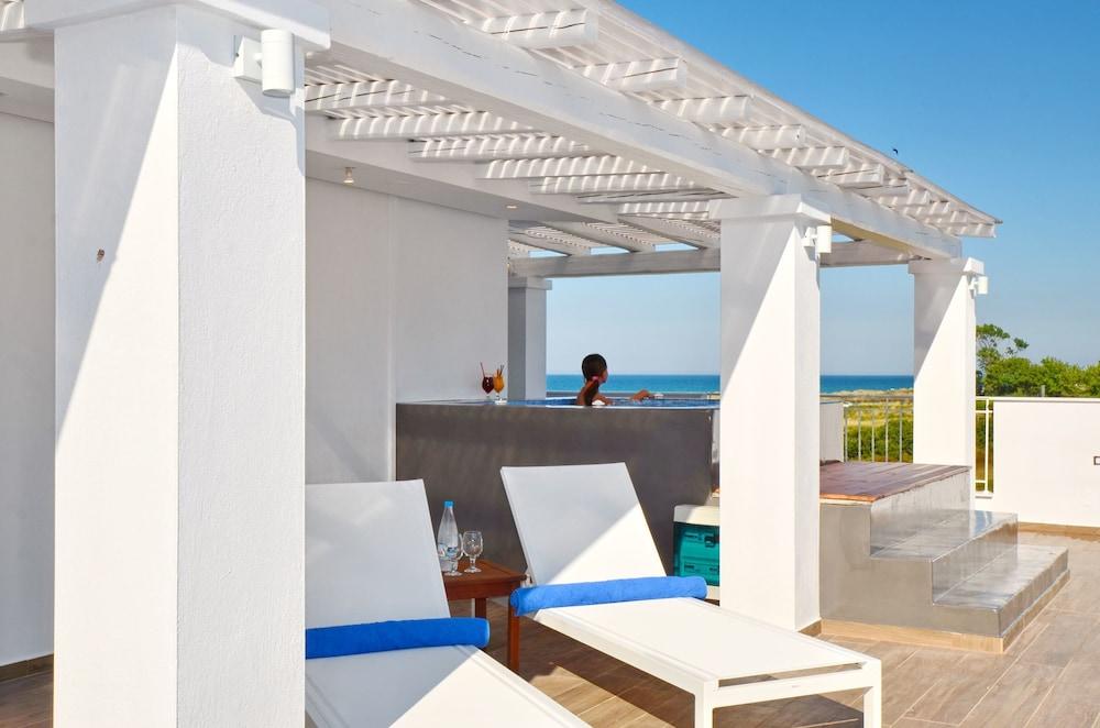 에빌리온 씨 & 썬(Evilion Sea And Sun) Hotel Image 69 - Outdoor Spa Tub