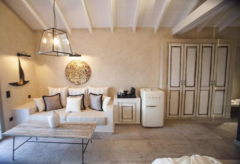에빌리온 씨 & 썬(Evilion Sea And Sun) Hotel Image 35 - Living Room