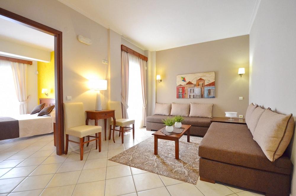 에빌리온 씨 & 썬(Evilion Sea And Sun) Hotel Image 32 - Living Area