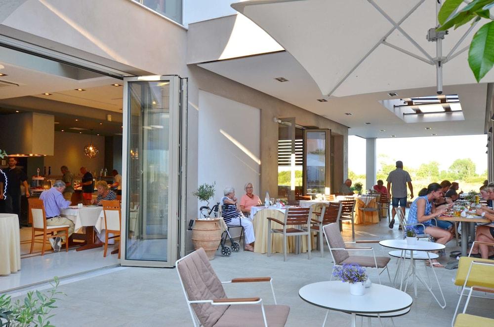 에빌리온 씨 & 썬(Evilion Sea And Sun) Hotel Image 79 - Restaurant