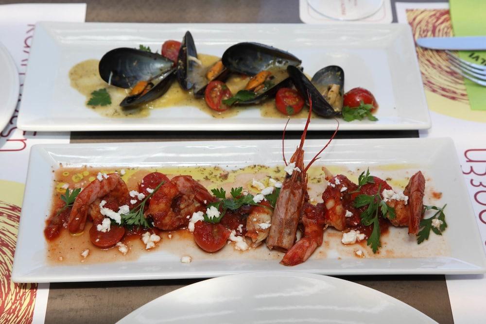 에빌리온 씨 & 썬(Evilion Sea And Sun) Hotel Image 89 - Food and Drink