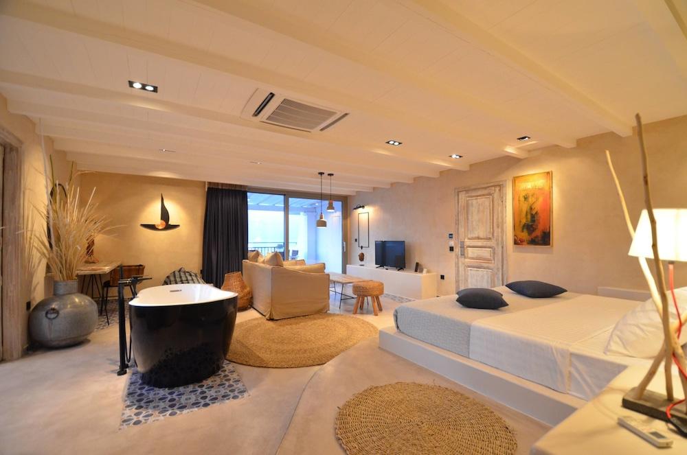 에빌리온 씨 & 썬(Evilion Sea And Sun) Hotel Image 59 - Deep Soaking Bathtub