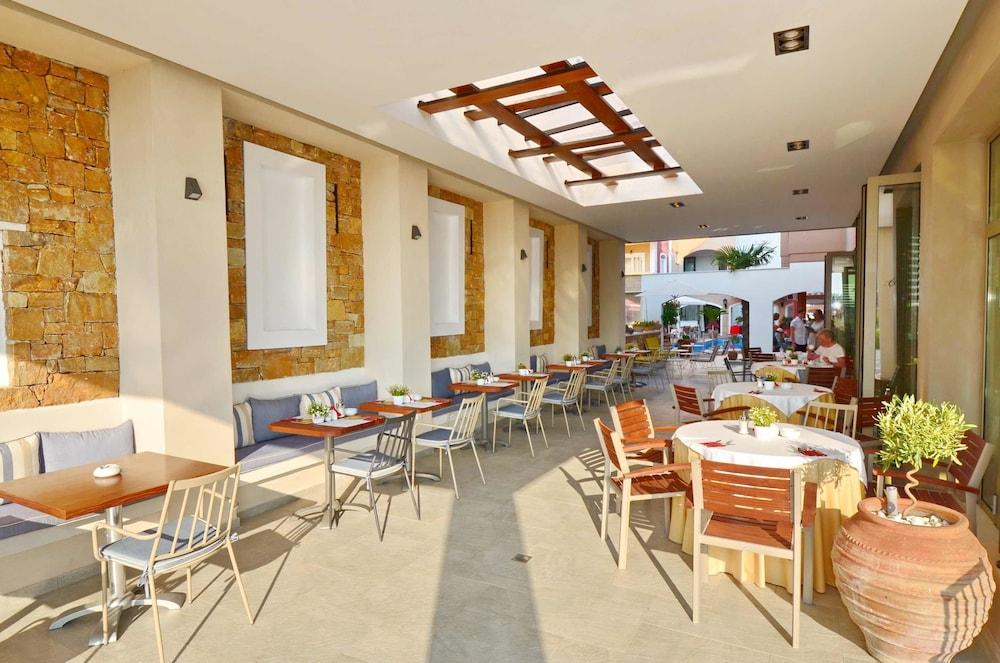 에빌리온 씨 & 썬(Evilion Sea And Sun) Hotel Image 77 - Breakfast Area