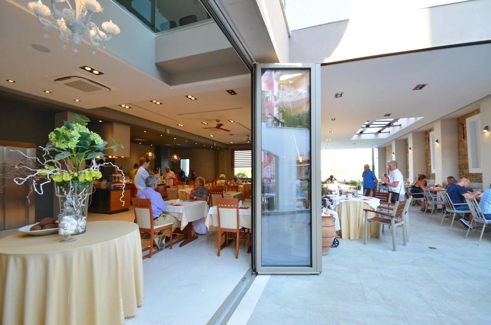 에빌리온 씨 & 썬(Evilion Sea And Sun) Hotel Image 82 - Restaurant