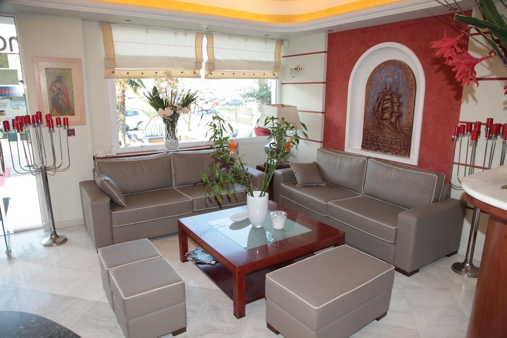 에빌리온 씨 & 썬(Evilion Sea And Sun) Hotel Image 3 - Lobby Sitting Area