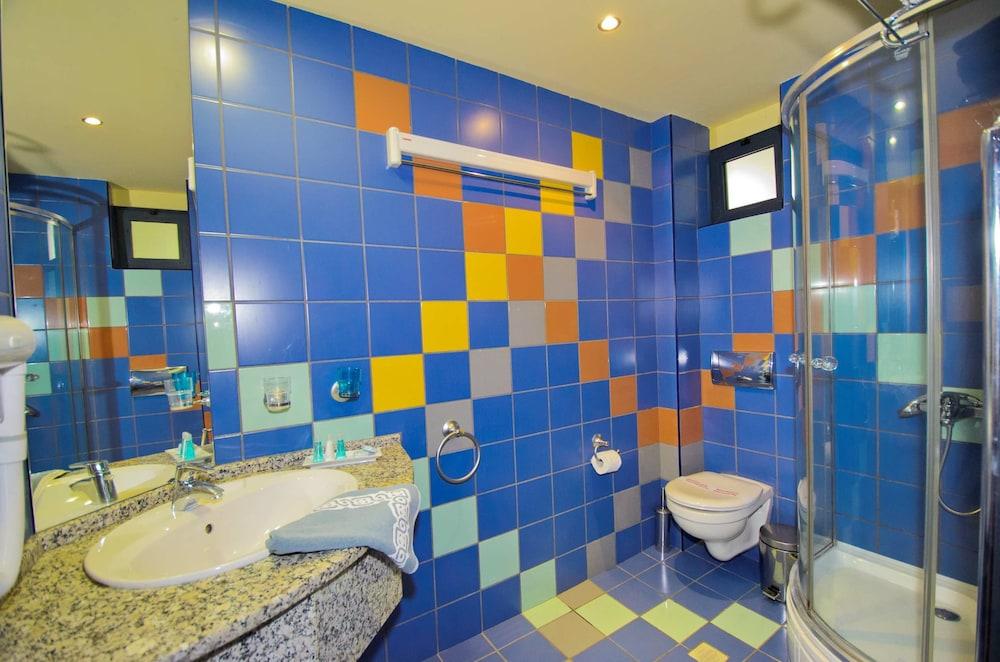 에빌리온 씨 & 썬(Evilion Sea And Sun) Hotel Image 53 - Bathroom