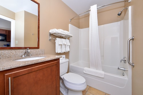 Candlewood Suites Northeast Kansas City, Clay