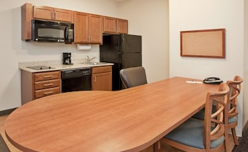 Candlewood Suites Northeast Kansas City photo