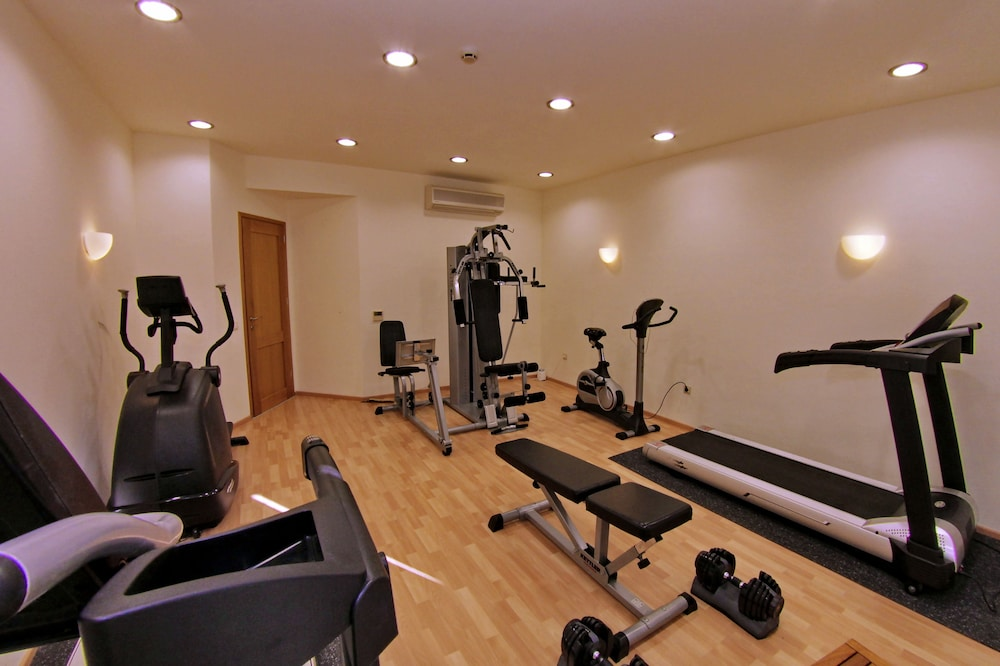 Health and Fitness : Fitness Facility 70 of 127