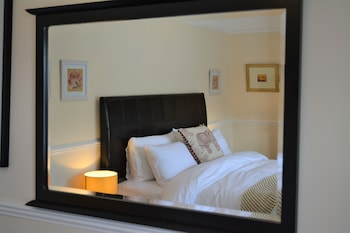 Superior Double Room, 1 Queen Bed, Private Bathroom, Partial Sea View