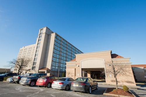 . Holiday Inn Newark Intl Airport - North
