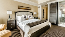 Classic Room, 1 King Bed, Fireplace (foyer)