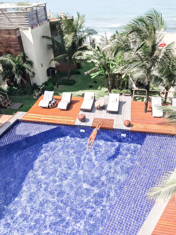 https://i.travelapi.com/hotels/4000000/3280000/3272700/3272642/910533f8_z.jpg