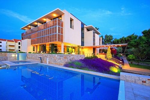. Bluesun Hotel Amor
