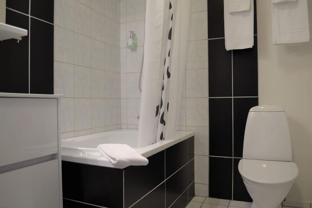 https://i.travelapi.com/hotels/4000000/3290000/3281500/3281427/55275215_z.jpg