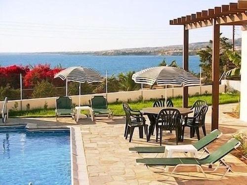 Aura Holiday Villas