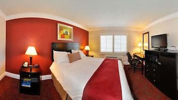 Suite, 1 King Bed, Non Smoking, Refrigerator & Microwave