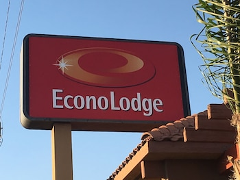 Econo Lodge Near Bakersfield Fairgrounds