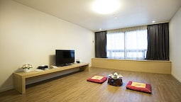 Traditional Room, Non Smoking (2 Japanese Futons)