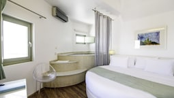 Honeymoon Suite, Jetted Tub