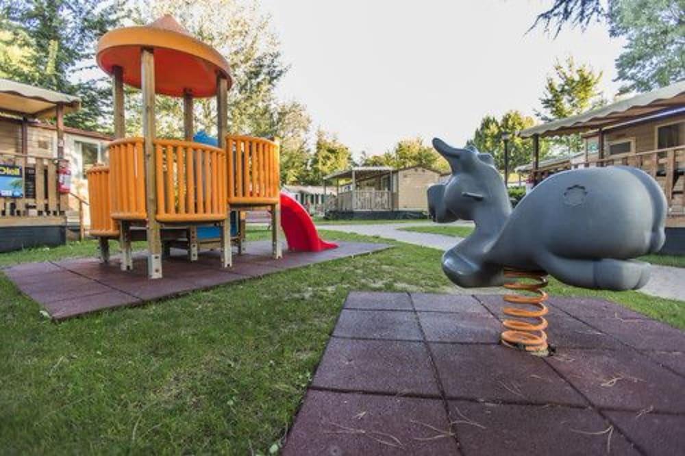알토민시오 패밀리 파크 - 캠프그라운드(Altomincio Family Park - Campground) Hotel Image 57 - Childrens Play Area - Outdoor