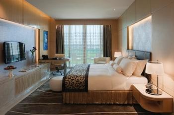 Superior Room, 1 King Bed, Balcony (Grand)