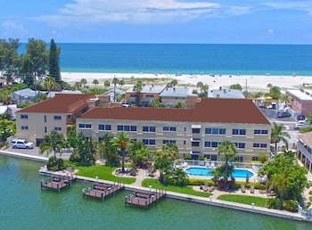 Hotel - Westwinds Waterfront Resort