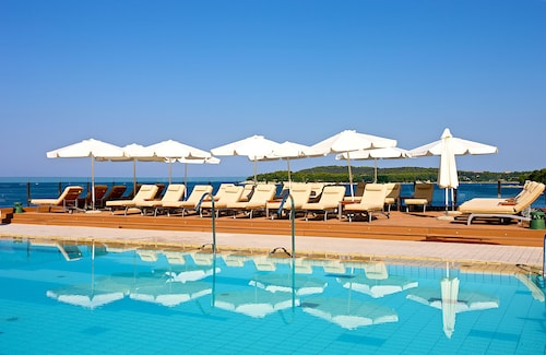 . Splendid Golden Rocks Resort