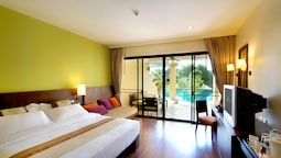 Deluxe Room, Pool Access..