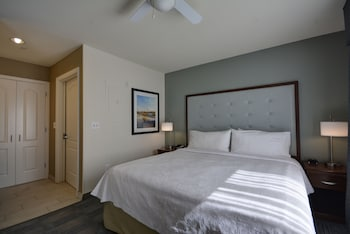 Room, 1 King Bed, Accessible, Pool View (Hearing)